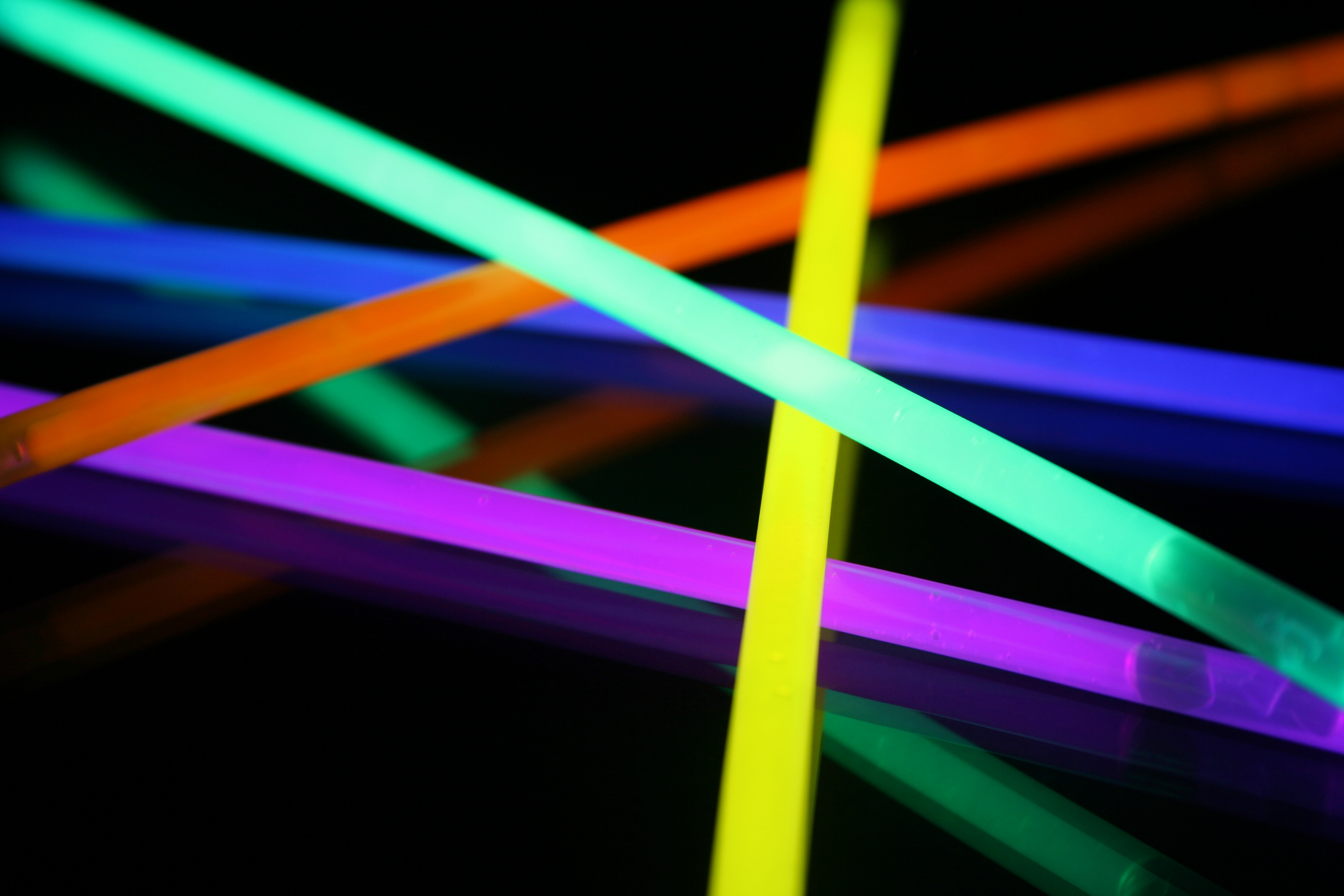 glow sticks Nicaboynecom: glow sticks, necklaces, glow golf, light up toys, and promotional products.